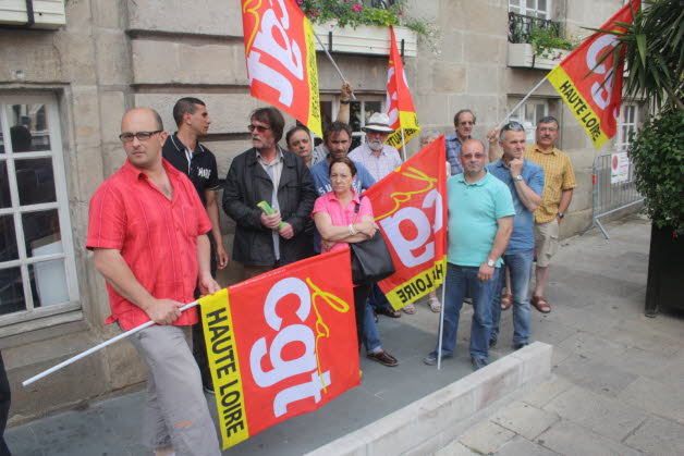 jrcreation-salaires-non-verses-manif-mairie-le-puy-photo-fred-sauron