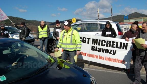 060315 michelin blavozy greve augmentation salaire 350 euros photo gerard adier